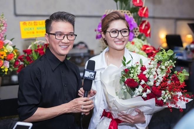 Dam Vinh Hung chuc mung minishow Vicky Nhung anh 2