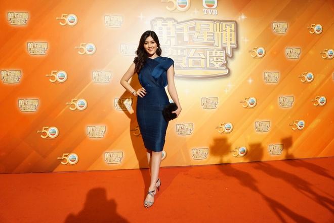 Huynh Tien xinh dep ben canh dan sao TVB anh 3