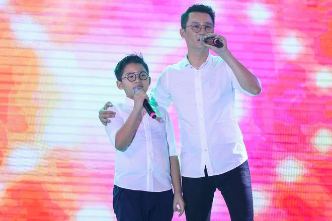 Pham Huong coi ao khoac de nhay cung MC Phan Anh hinh anh 6