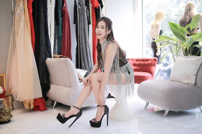 Trang Moon xinh dep truoc gio sang Han tham du le trao giai hinh anh 2