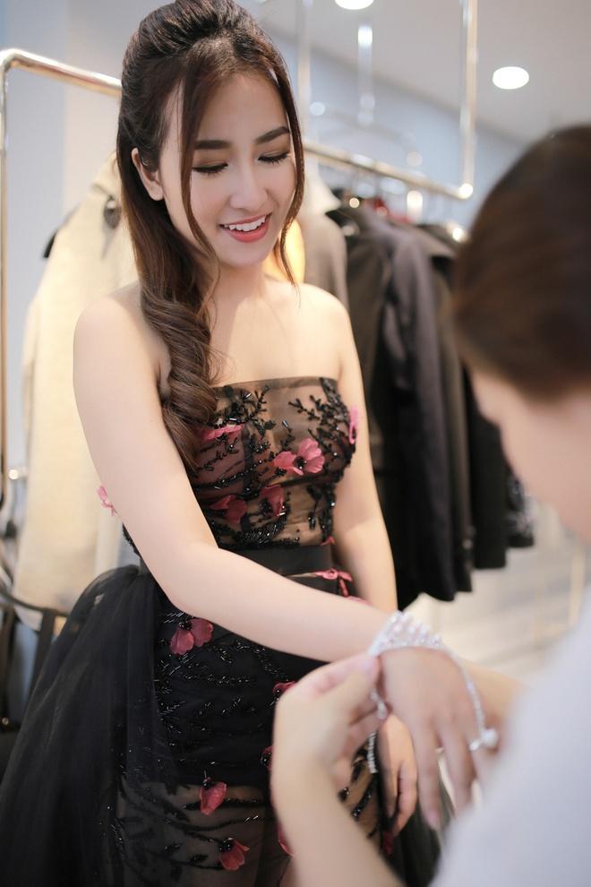 Trang Moon xinh dep truoc gio sang Han tham du le trao giai hinh anh 7