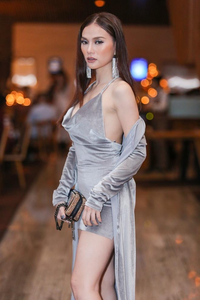 Huong Giang Idol dien quan ong cao ong thap giong Son Tung hinh anh 6