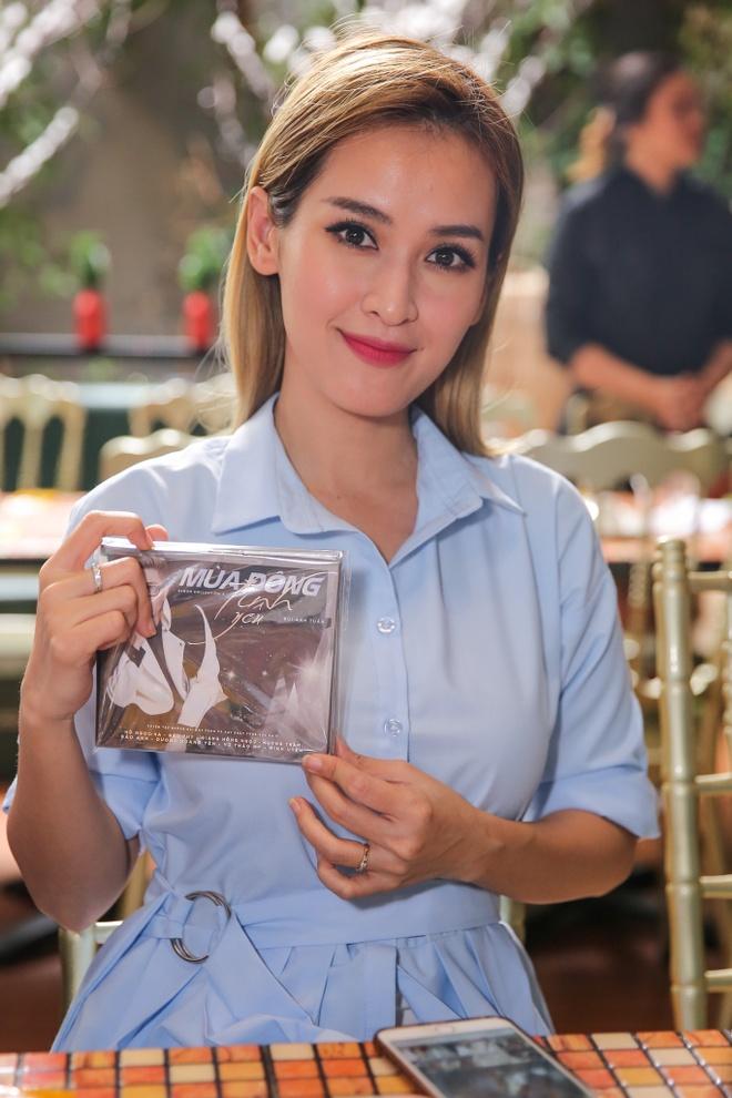 Ho Ngoc Ha deo kinh che met moi den du hop bao Bui Anh Tuan hinh anh 10