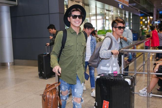 Noo Phuoc Thinh duoc fan chuc mung tai san bay hinh anh 3