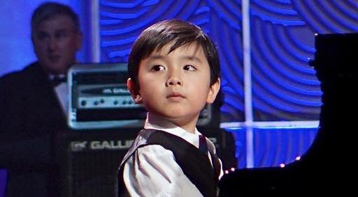'Than dong piano' 5 tuoi goc Viet lan dau ve nuoc bieu dien hinh anh