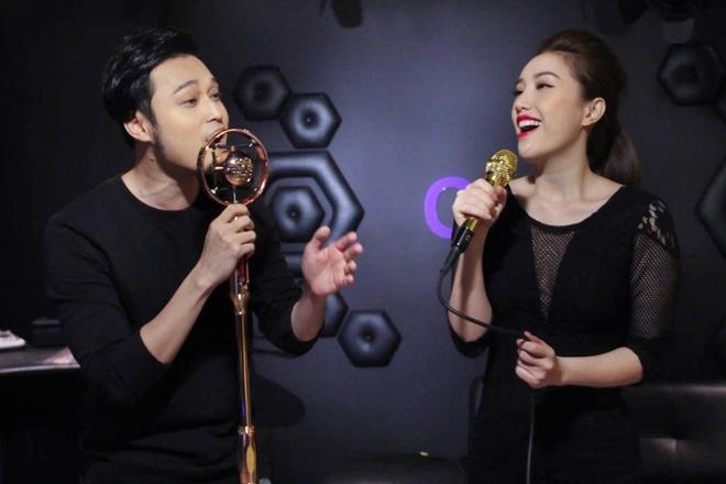 Chi Pu lan dau song ca cung Hoang Thuy Linh hinh anh 3