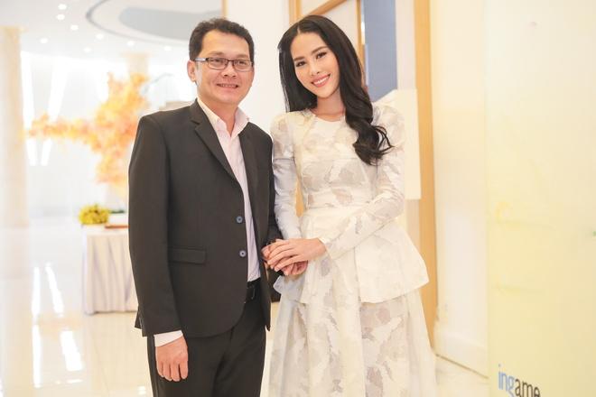 NSUT Huu Chau gia gai trong phim dien anh ve de tai lo to hinh anh 1
