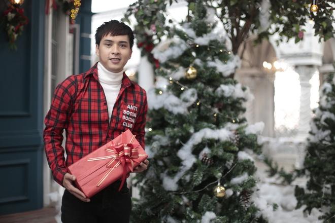 Ho Quang Hieu thuc hien ca khuc Giang sinh trong 24 gio hinh anh 1