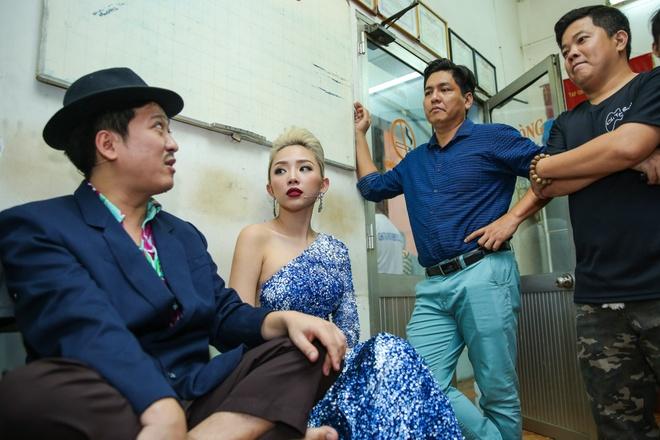 Tran Thanh chay show cho Chi Tai sat ngay cuoi anh 10