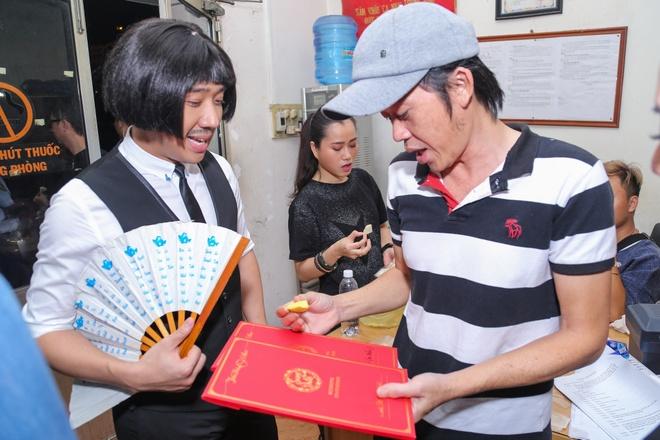 Tran Thanh chay show cho Chi Tai sat ngay cuoi anh 1