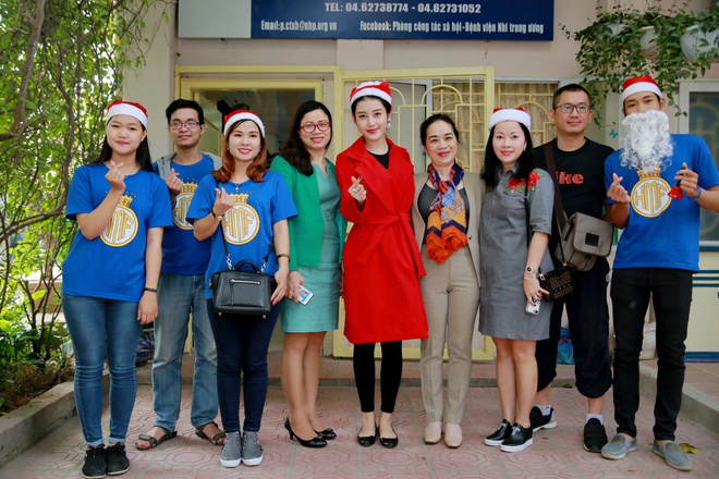 Khong chay show, Huyen My hoa 'nang tien Noel' di tu thien hinh anh 8