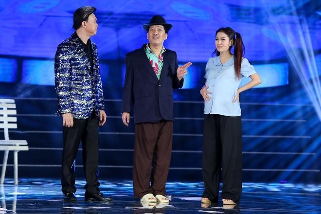 Vo Chi Tai ve nuoc tham gia live show cua chong anh 6