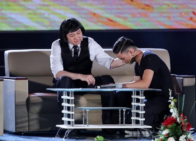Vo Chi Tai ve nuoc tham gia live show cua chong anh 8