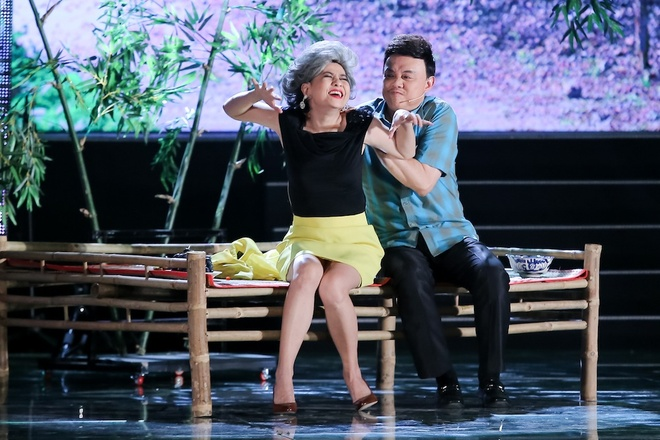Vo Chi Tai ve nuoc tham gia live show cua chong anh 9