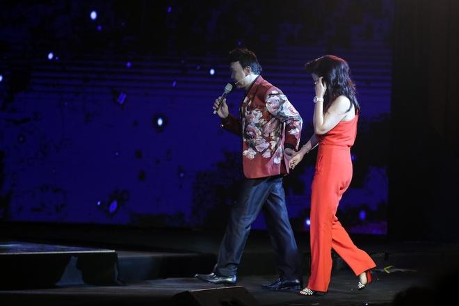 Vo Chi Tai ve nuoc tham gia live show cua chong anh 1