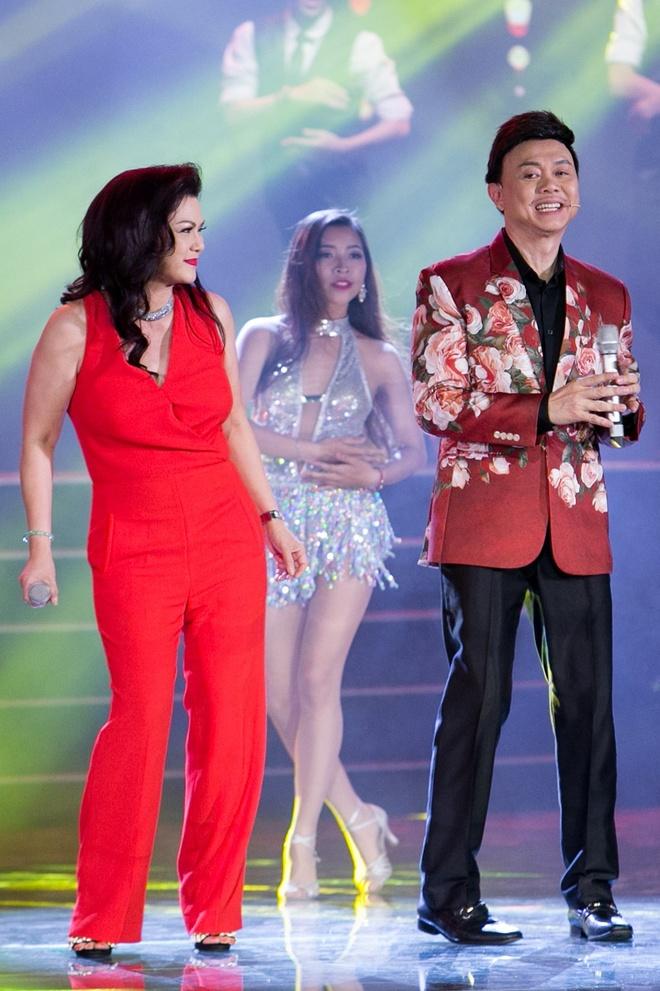 Vo Chi Tai ve nuoc tham gia live show cua chong anh 3