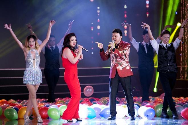 Vo Chi Tai ve nuoc tham gia live show cua chong anh 4