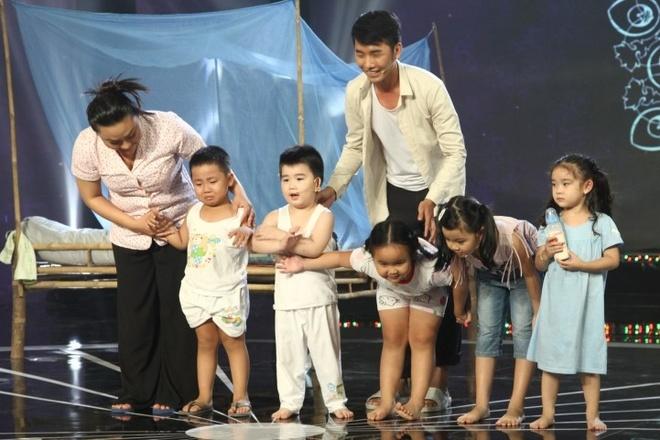 Con trai Kim Tu Long len san khau dien anh 1