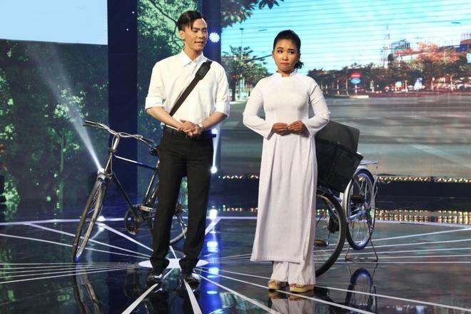 Con trai Kim Tu Long len san khau dien anh 8