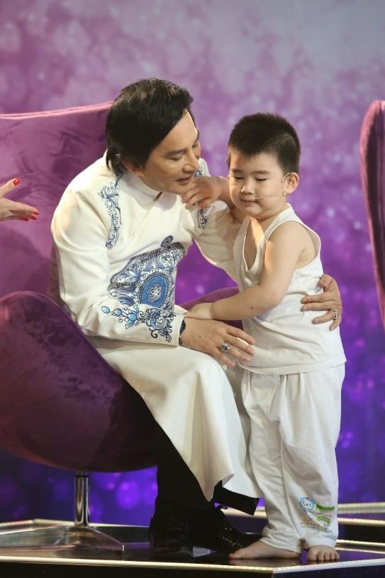Con trai Kim Tu Long len san khau dien anh 3