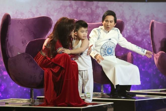 Con trai Kim Tu Long len san khau dien anh 2