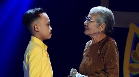 Ho Van Cuong tu tin khi mot minh di dien hinh anh
