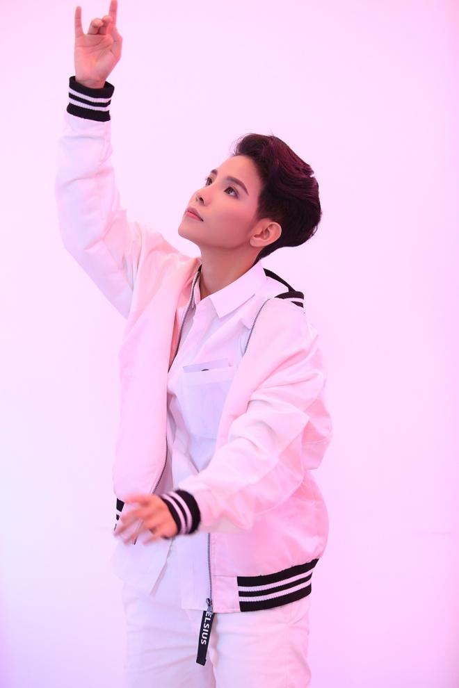 Vu Cat Tuong hoa ma-no-canh va the hien vu dao trong MV moi hinh anh 1