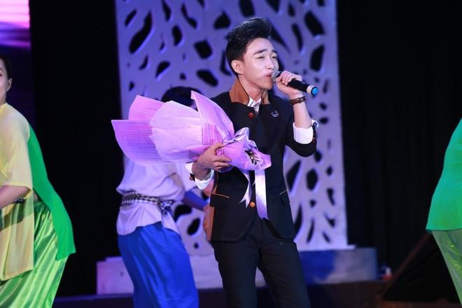 Dan Truong bo 100 show Tet de sang My voi vo con anh 2