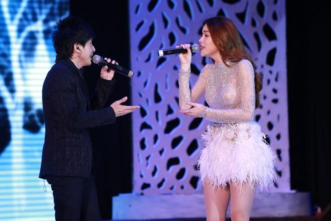 Ho Ngoc Ha chan dat song ca cung Dan Truong anh 1