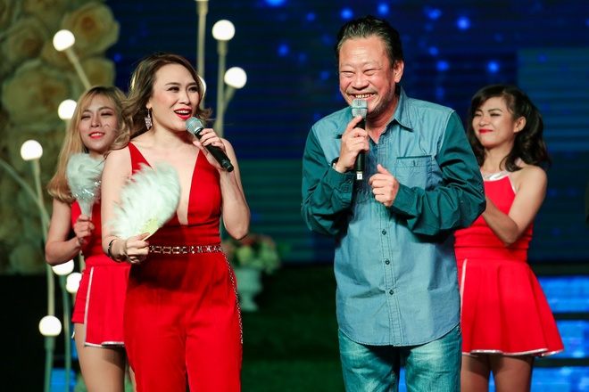 My Tam hanh phuc duoc to chuc sinh nhat som tren san khau hinh anh 4