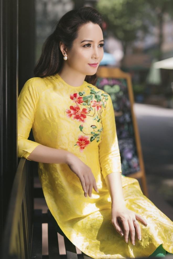 Chi em Mai Thu Huyen, Mai Ho dien ao dai xuan xuong pho hinh anh 4