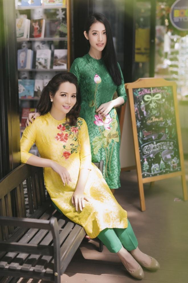 Chi em Mai Thu Huyen, Mai Ho dien ao dai xuan xuong pho hinh anh 1
