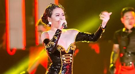 Hoang Thuy Linh coi phang ao choang giua troi lanh Ha Noi hinh anh