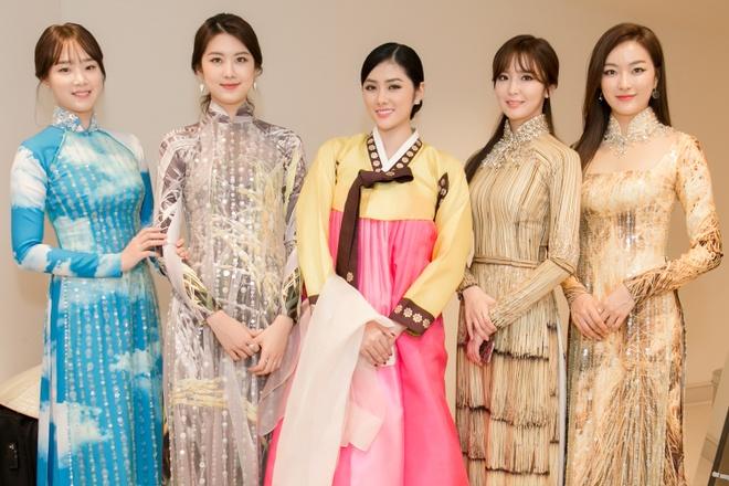 Huynh Tien dien Hanbok xinh dep giao luu cung Miss Korea anh 4