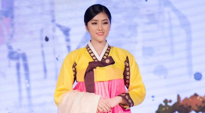 Huynh Tien dien Hanbok xinh dep giao luu cung Miss Korea anh 2