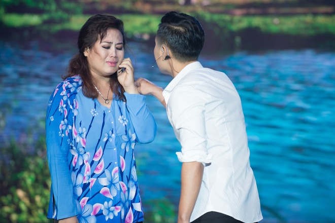 Cam Ly bat khoc khi MC Nguyen Khang tat ban dien hinh anh 2