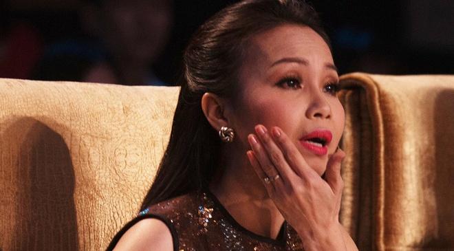 Cam Ly bat khoc khi MC Nguyen Khang tat ban dien hinh anh