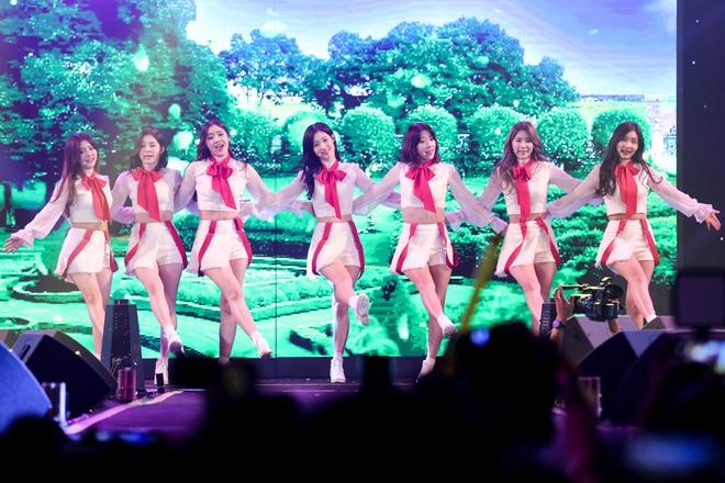 Jang Mi, Ha Linh selfie cung T-ara trong dem nhac hinh anh 9