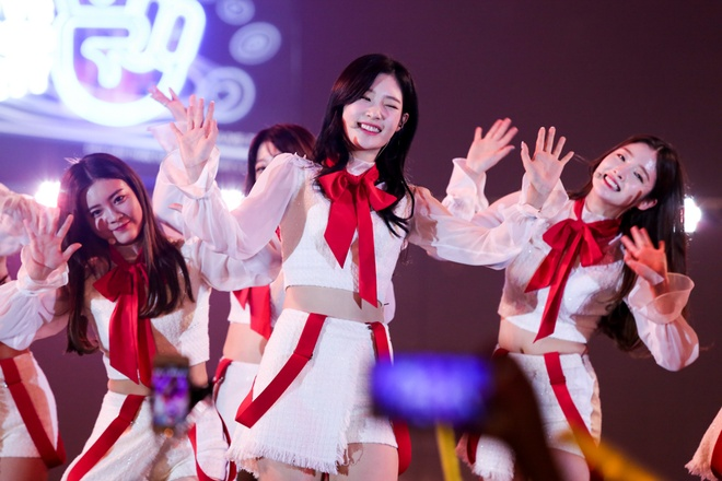 Jang Mi, Ha Linh selfie cung T-ara trong dem nhac hinh anh 10