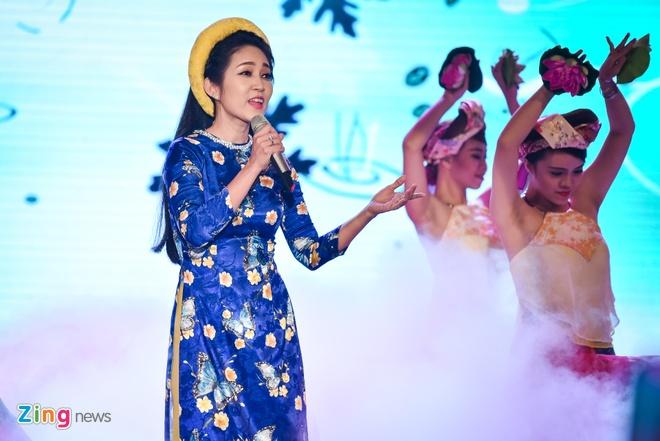 Ho Van Cuong lung tung khi nhan giai Mai Vang hinh anh 10