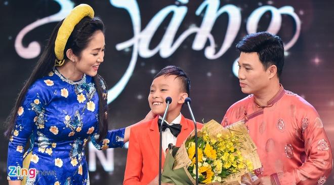 Ho Van Cuong lung tung khi nhan giai Mai Vang hinh anh