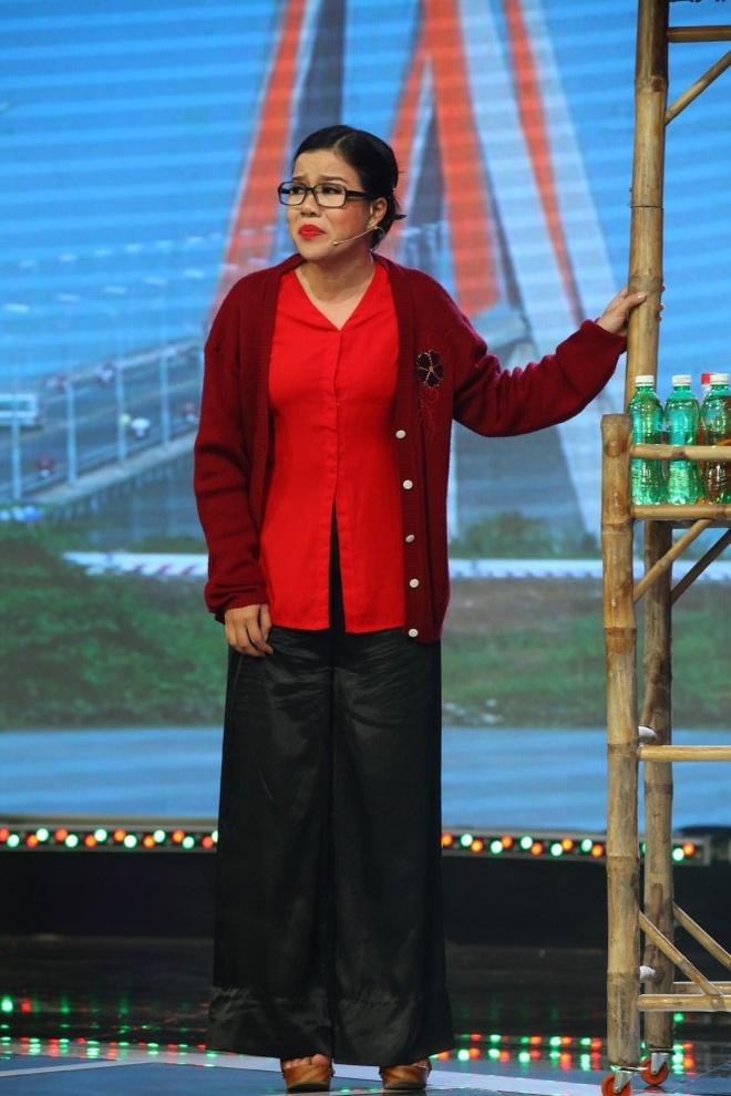 NSUT Phuong Hong Thuy bat khoc khi nho me nuoi Ut Bach Lan hinh anh 4