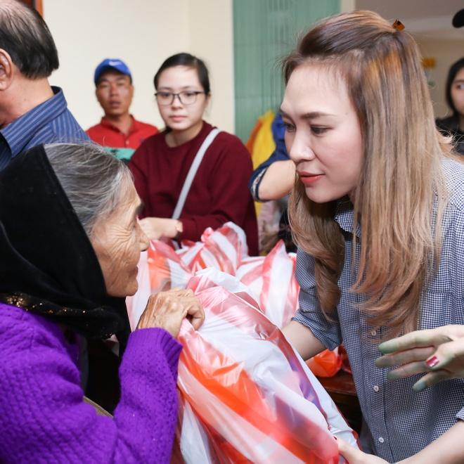My Tam tang qua Tet cho ba con ngheo Quang Nam hinh anh 8