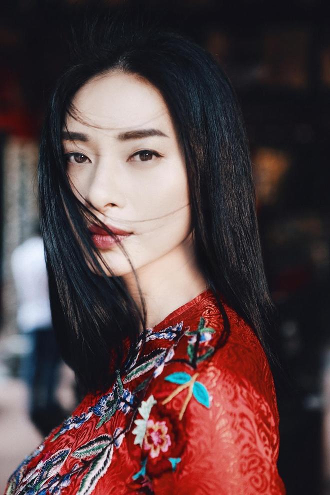 Ngo Thanh Van diu dang voi ao dai do don Tet hinh anh 7