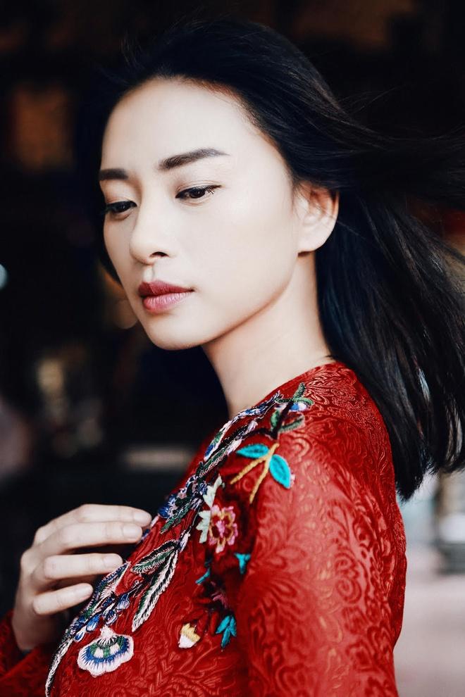Ngo Thanh Van diu dang voi ao dai do don Tet hinh anh 3