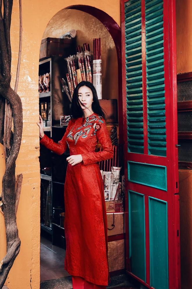 Ngo Thanh Van diu dang voi ao dai do don Tet hinh anh 4