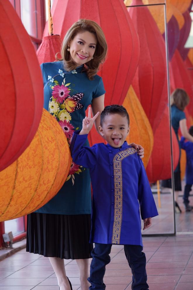 Thanh Thao dan con trai Jacky dao cho Tet o My hinh anh 1