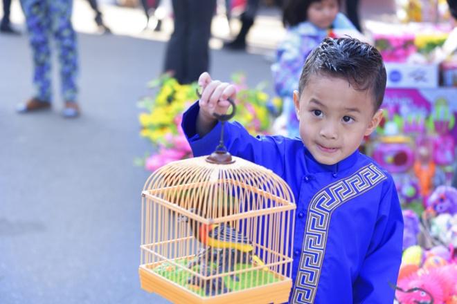 Thanh Thao dan con trai Jacky dao cho Tet o My hinh anh 4