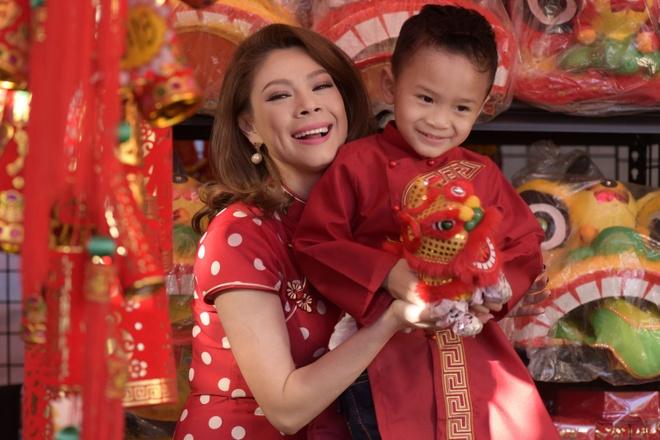 Thanh Thao dan con trai Jacky dao cho Tet o My hinh anh 3