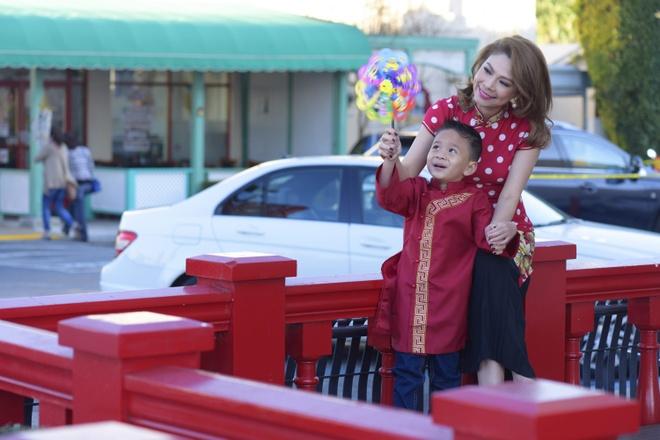 Thanh Thao dan con trai Jacky dao cho Tet o My hinh anh 6